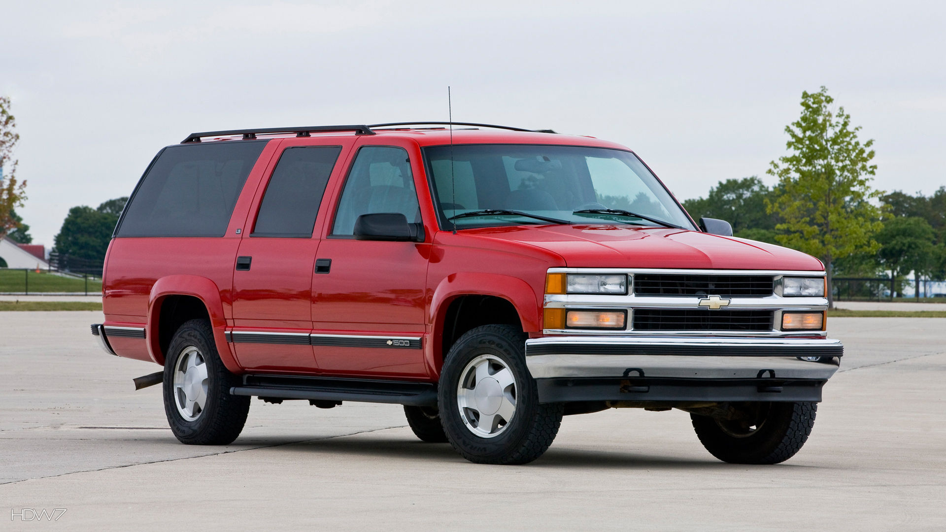 chevrolet suburban 1999 car hd wallpaper