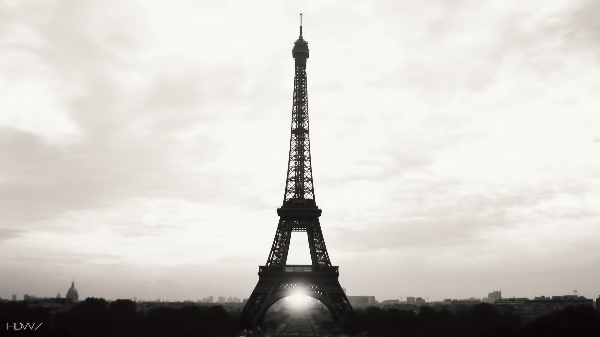 eiffel tower widescreen