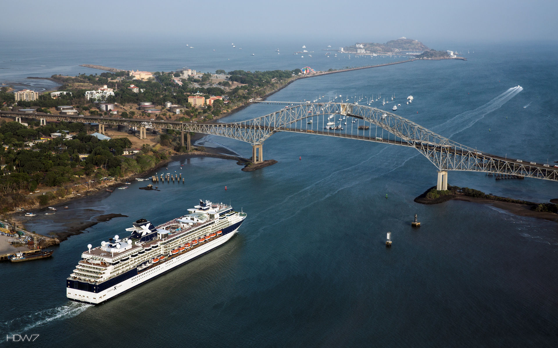 celebrity cruises ship approaches the bridge of the ... Paramore Amsterdam