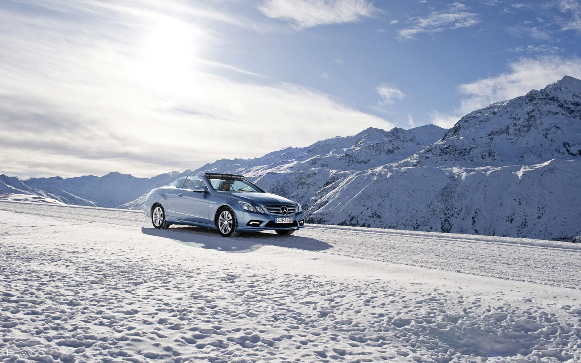 Mercedes E Klasse Coupe On A Mountain Road In The Winter Wallpaper